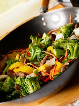 채소와 쇠고기 냄비 볶음 튀김