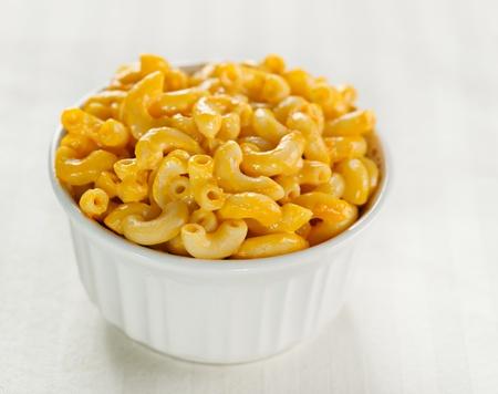 macarrones: macarrones y queso con copyspace Foto de archivo