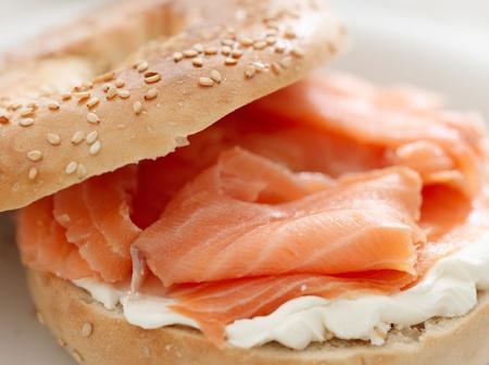 salmon ahumado: bagel y LOX