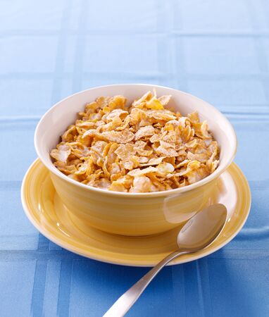 corn flakes: bowl of crunchy corn flakes for breakfast with copyspace