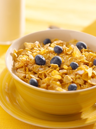 breakfast : corn flakes with blueberries in the morning Stock Photo - 12925099