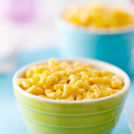 macarrones: Macarrones con queso - comida de los niños Foto de archivo
