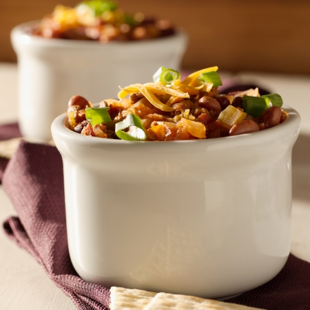 pinto beans: bowl of chili beef chili shot with selective focus  Stock Photo