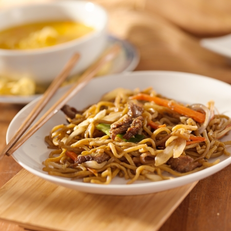 lo mein: Chinese food - Beef lo mein Stock Photo