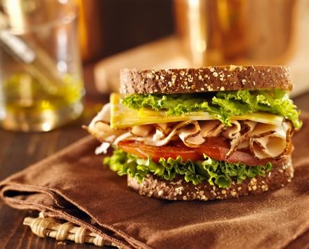 lunchen: Deli vlees sandwich met kalkoen Stockfoto