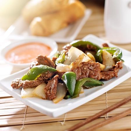 plat chinois: Cuisine chinoise - boeuf au poivre au restaurant