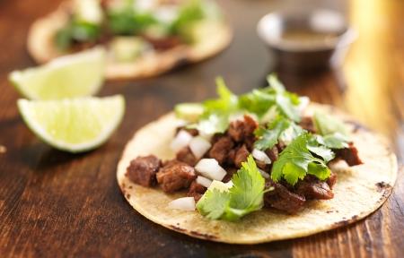 쇠고기와 정통 멕시코 타코