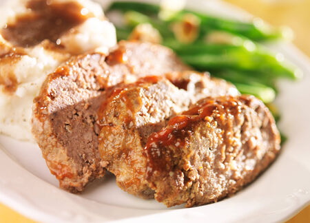meatloaf with greenbeans and mashed potatoes Stock Photo - 25857009