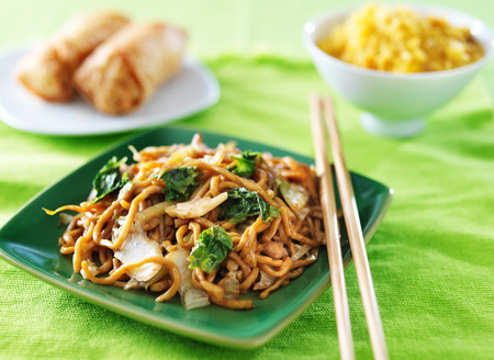 lo mein: chicken lo mein chinese food Stock Photo