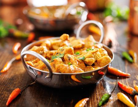 Pollo al curry indio en plato de Balti Foto de archivo - 29681832