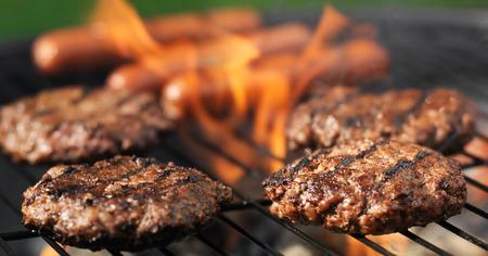 hamuburgers und Hotdogs Kochen Panorama