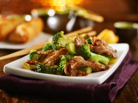 plato de comida: carne y br�coli stirfry chino Foto de archivo