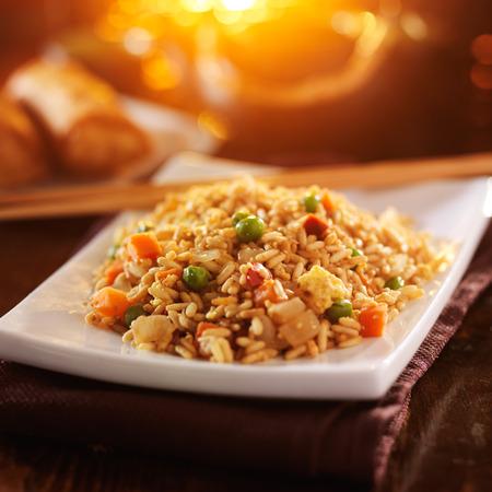 arroz chino: vegetal arroz frito chino con los palillos Foto de archivo