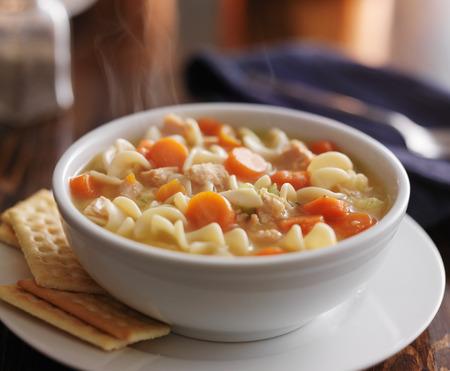 sopa de pollo: taz�n de sopa de pollo con fideos