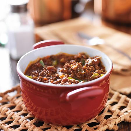 고기의: red dish with meaty beef chili and bell peppers