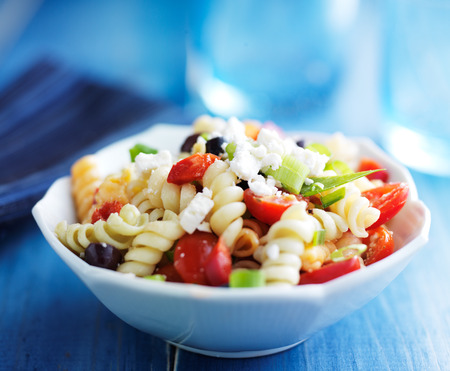 pasta salad with olives and feta cheese Standard-Bild