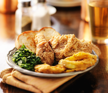 southern soul food with fried chicken and collard greens Imagens