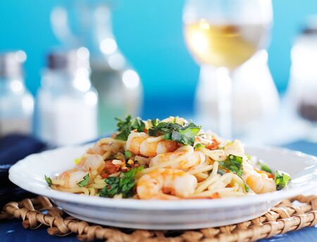 pasta: espaguetis siciliano con vino blanco