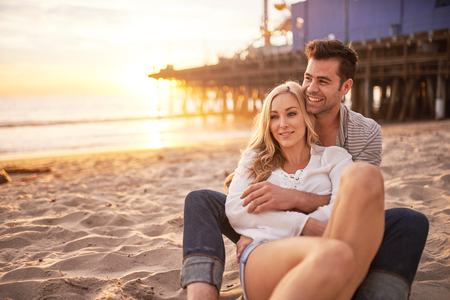 로맨틱 커플 해변에서 산타 모니카에서 재미