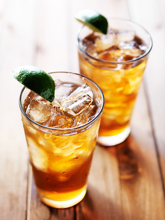 iced sweet tea in glass with lime wedges