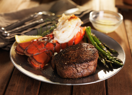 steak and lobster surf & turf meal with asparagus Imagens - 52815588