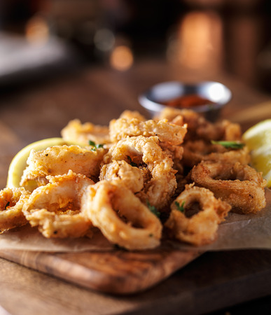 marinara: crispy fried calamari rings with marinara dipping sauce and lemon Stock Photo