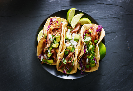 mexican street tacos flat lay composition with pork carnitas, avocado, onion, cilantro, and red cabbage Zdjęcie Seryjne - 59132829