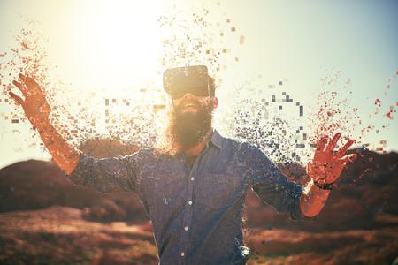砂漠着て vr ガラス ピクセルに溶解の男のひげを生やした 写真素材 - 75369849