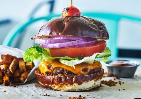 meatless vegan cheese burger on pretzel bun Foto de archivo