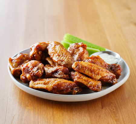 plate of bbq chicken wings with copy space composition Foto de archivo