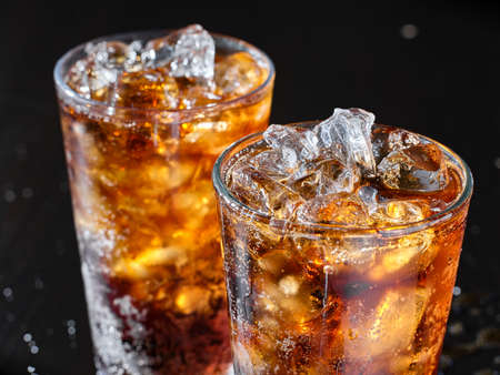 two cups of cold cola soft drink with ice Stockfoto
