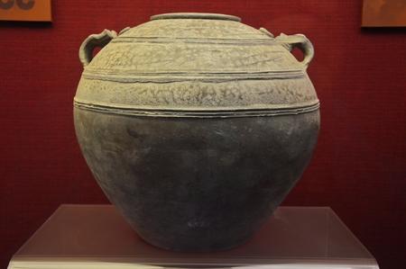 porcelain: Porcelain jar