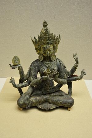 gilt: Gilt bronze Bodhisattva