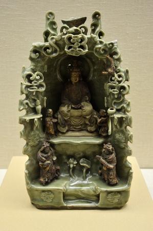gilt: Longquan Celadon gilt Buddha