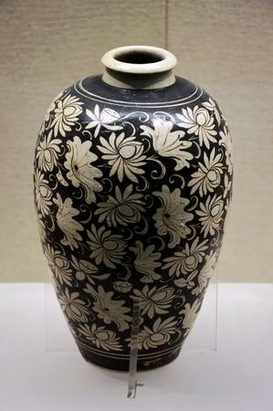kiln: Jizhou Kiln white vase Black Lands