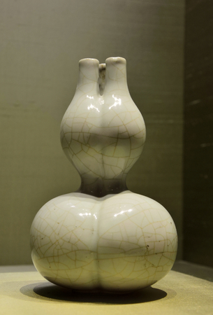dynasty: Three bottles container of Qing dynasty