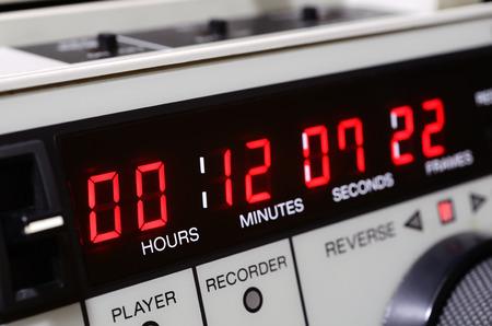 videocassette: Grabadora de vídeo profesional. El panel de código de tiempo. Foto de archivo