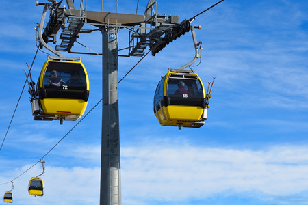 cable car in the skiing resort in Alps 版權商用圖片