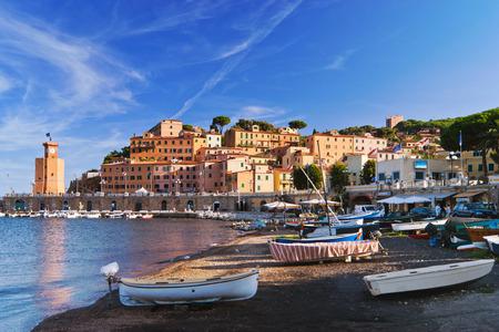 Terug van het strand zijn we verwelkomd door het prachtige landschap van Rio Marina, Toscaanse badplaats gelegen aan de oostkant van het eiland Elba