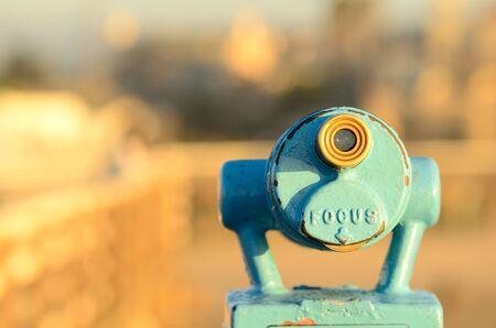 南カリフォルニアで桟橋に硬貨によって作動させる望遠鏡