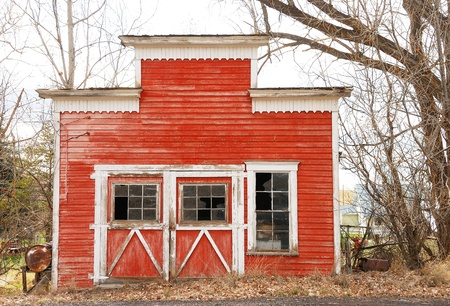 Old ranch building in a small goast town near Maupin Oregon Stock Photo - 12299127