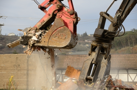 tearing down: Clamshell bucket track loader tearing down a commercial resturant building to make way for a new commercial retail building, Roseburg OR Editorial
