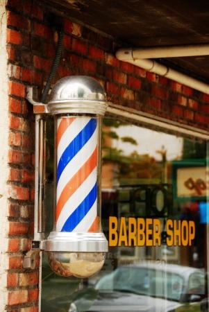ローズバーグ オレゴン州ダウンタウン Jackson 通りにハブの理髪店の外キャンデー杖理髪店の看板