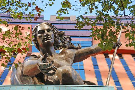 ポートランディア ポートランド建物頂上レイモンド J Kaskey によって。トライデントの女性は 1985 年に捧げられたし、は、2009 年 9 月 9 日オレゴン州