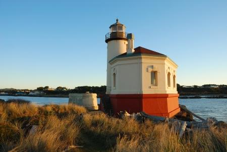 coquille: Coquille River Lighthouse at Bullard Beach vicino Bandon Oregon druing un tramonto invernale Archivio Fotografico