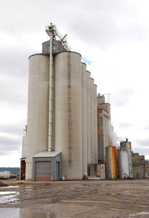 Large grain silo in an industrial area of Spokane Washington Stock Photo - 17146795