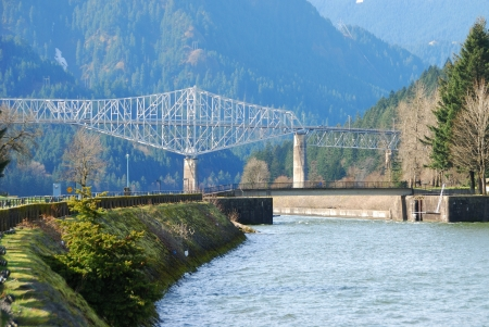 pacific crest trail: Bridge of the gods from downtown Cascade Locks on the Oregon Side of the Columbia River Gorge Scenic Area