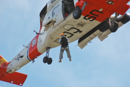 US 102nd Civil Support Team in training excersise utilizing a US Coast Guard Helicopter, Sunriver Oregon, May 7, 2007 新聞圖片