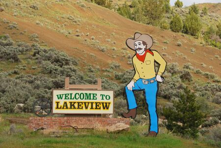 lakeview: Welcome to Lakeview sign along hwy 395