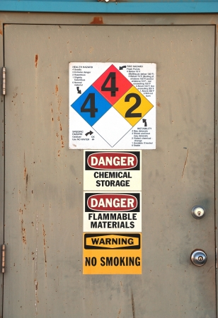 クラマス フォールズ オレゴンの化学肥料工場でドア 写真素材 - 19097505